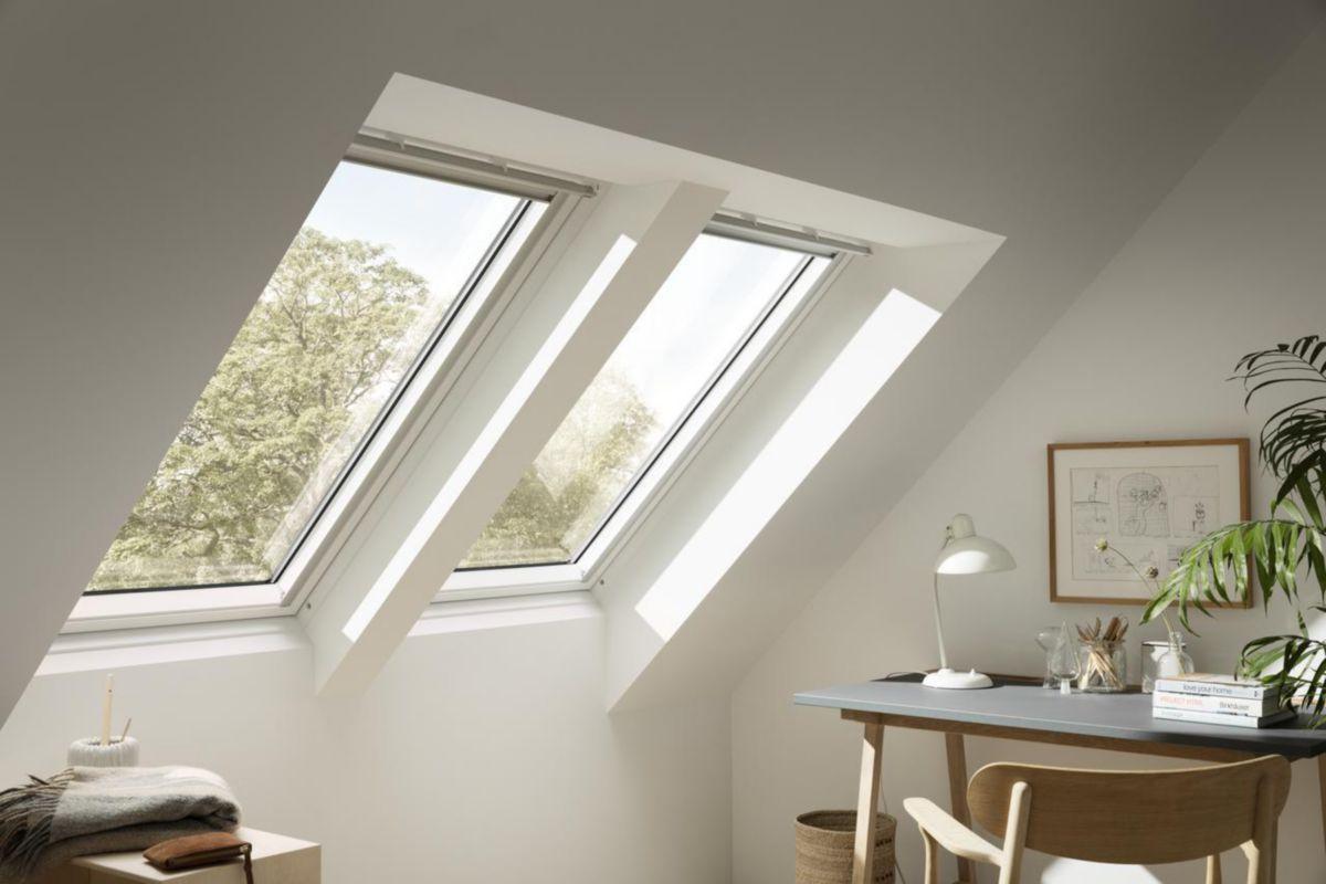VELUX - Fenêtre de toit à rotation manuelle VELUX GGL Confort - UK08  134x140 cm - bois peint blanc | Asturienne