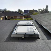 fen tre coupole lectrique pour toit plat cvp protection acrylique transparente 60x60 cm. Black Bedroom Furniture Sets. Home Design Ideas